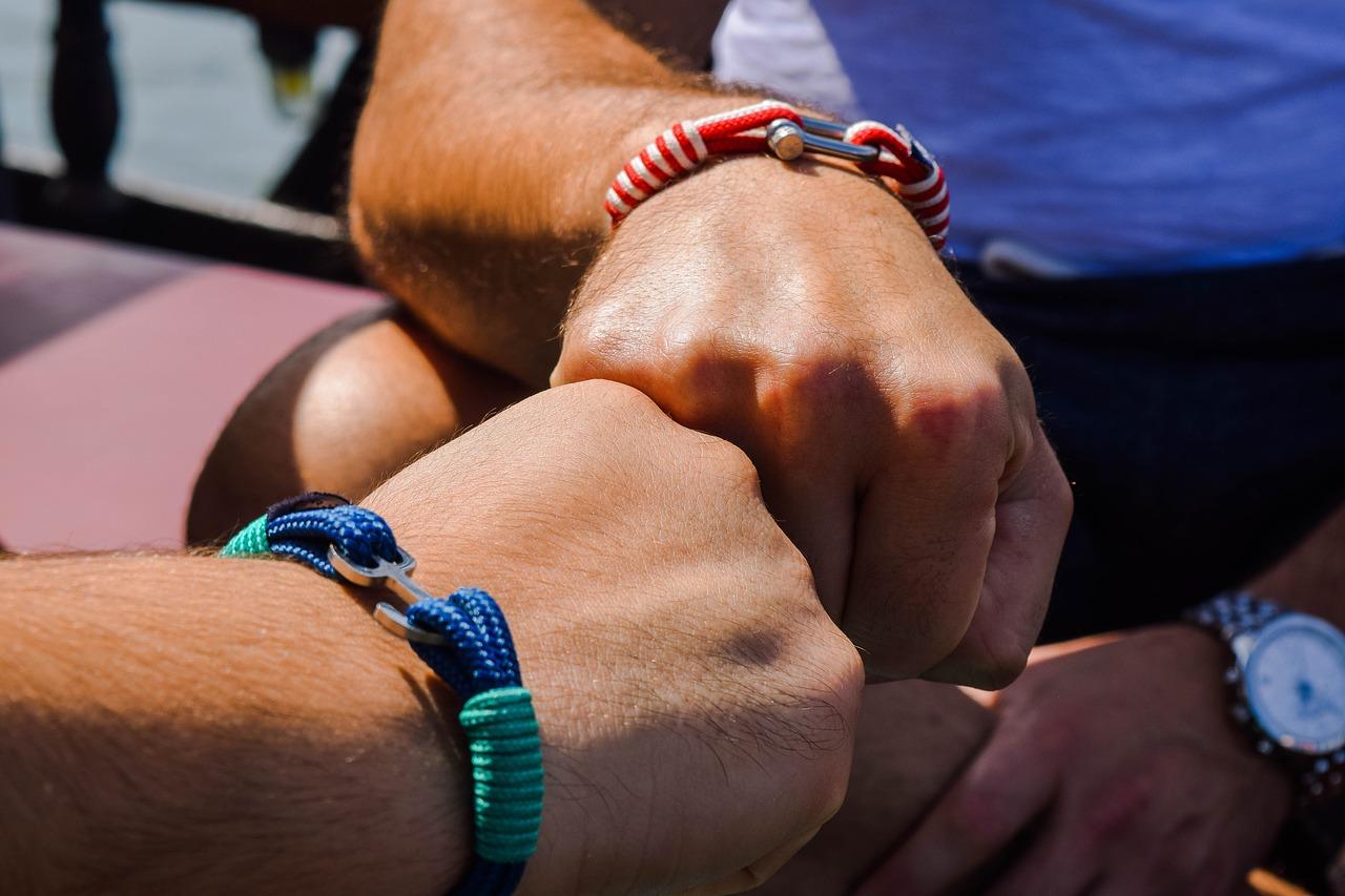 Comment choisir son bracelet tendance homme?